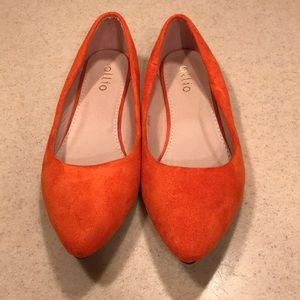 New without tags Ollio orange suede point flats 10